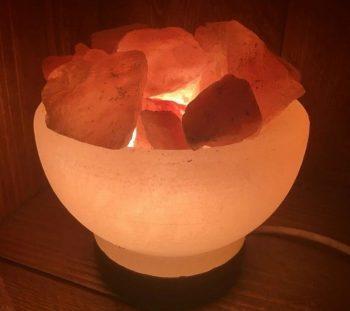 Wat zijn de voordelen van een zoutlamp in huis